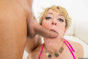 Her big ass and anal hole soaked in warm oil. Dee Williams anal sex