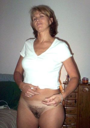 milf gets naked