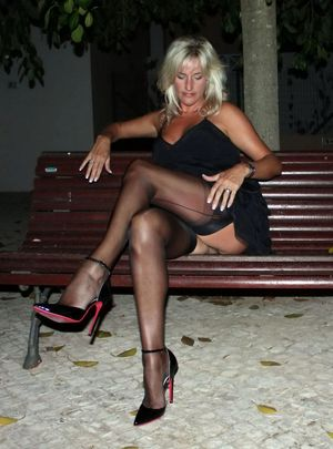 amatuer blonde milf