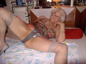 granny licking pussy