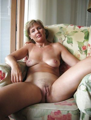 mature nude outdoor