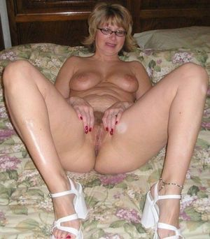 sexy nude moms