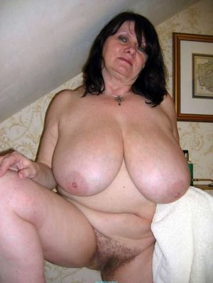amateur cougar naked