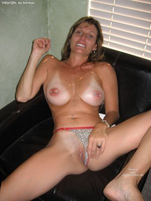 amateur mom nude selfie