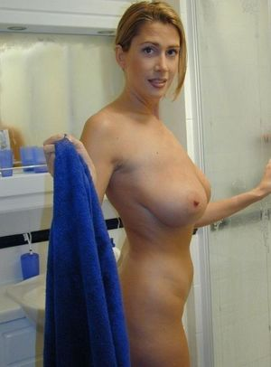 nude amateur mom
