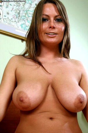 milf fingers girl