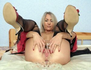mature women in nylons
