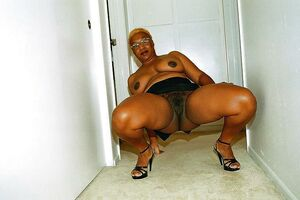 Amazing, nude and non nude old ebony mommies from social networks