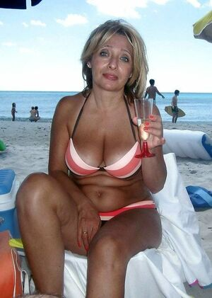 Busty mature women tourists in swimsuits mixed pics