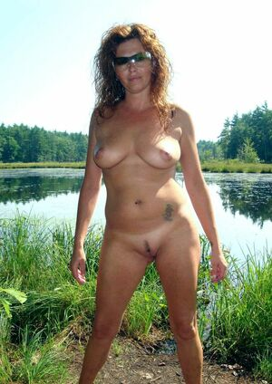 Naked mature women, erotic pictures from the trip