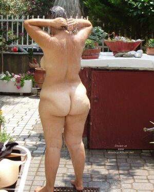 Plump old whore with a huge ass