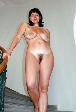 milf naked outside