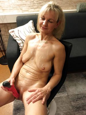 xhamster mature mom