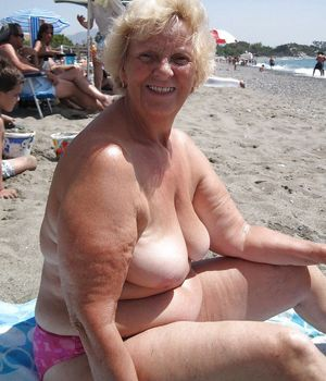 mature exhibitionist pics