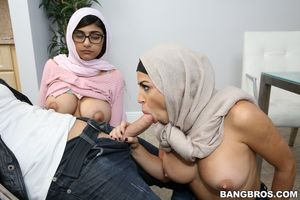 mia khalifa with mom